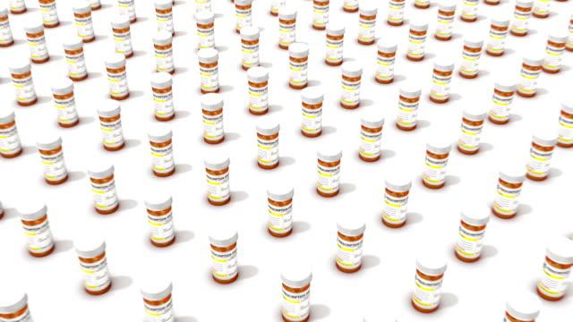 high angle vom einzigen tablettenfläschchen die mit zahlreichen weinflaschen - suchtkranker stock-videos und b-roll-filmmaterial