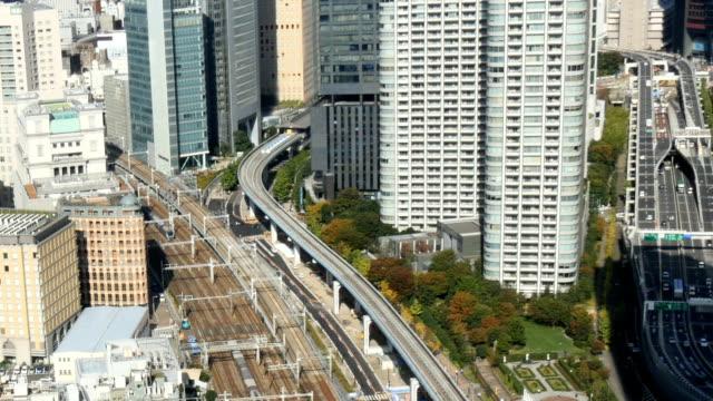 Vue grand angle des transports publics et de l'autoroute jusqu'à Tokyo. - Vidéo