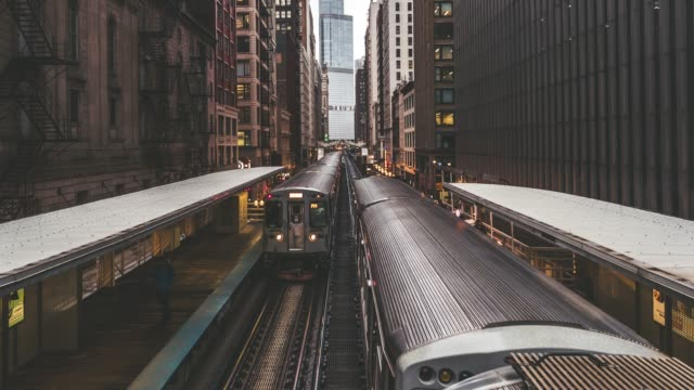 t/l td high angle view of trains in downtown chicago / illinois, us - american architecture stock videos & royalty-free footage