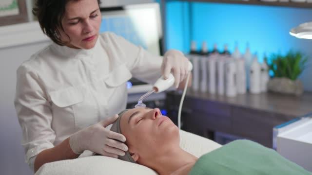 Hochfrequenzbehandlung/Hautpflege – Video