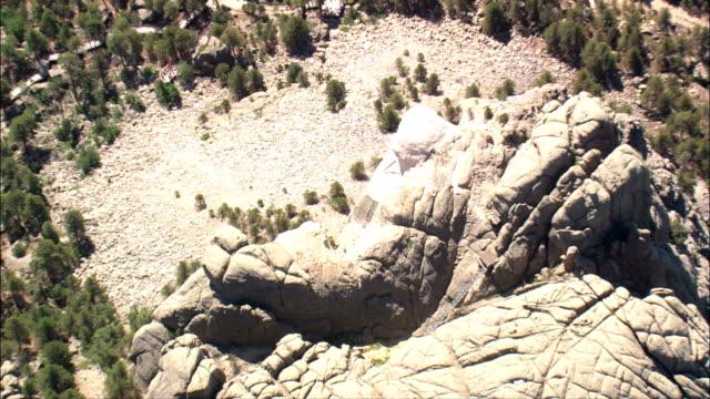 vídeos y material grabado en eventos de stock de alta sobre el monte rushmore - vista aérea - dakota del sur, condado de pennington, estados unidos - mount rushmore