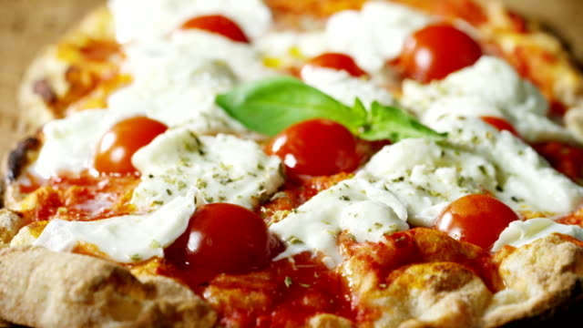 vídeos de stock e filmes b-roll de high quality pizza typical italian food with italian mozzarella cheese and fresh tomato sauce freshly harvested, with a fragrant basil leaf. - pizza