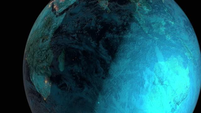 видео высокого разрешения с 3d render, изображающим городские огни на разных континентах планеты земля. - континент географический объект стоковые видео и кадры b-roll