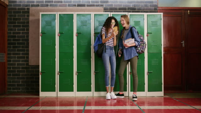 High school days in the age of the smartphone