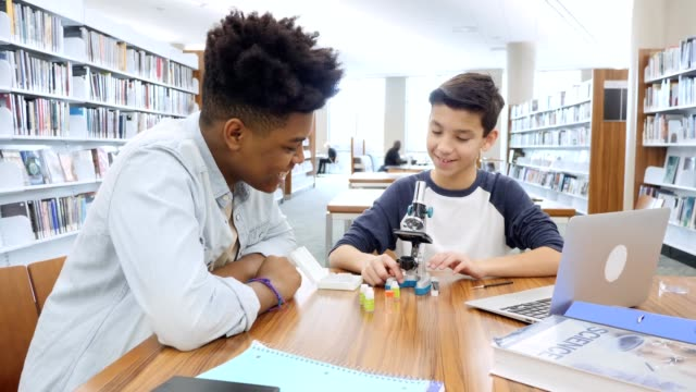 vídeos y material grabado en eventos de stock de high school secundaria estudiante tutores secundaria - escuela media