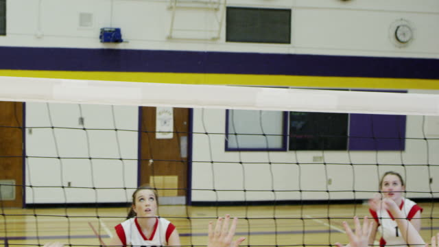 high school-volleyball-spiel - volleyball stock-videos und b-roll-filmmaterial