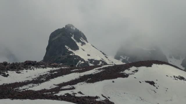 多雲的高雪山, 滑雪度假村 - 亞洲中部 個影片檔及 b 捲影像