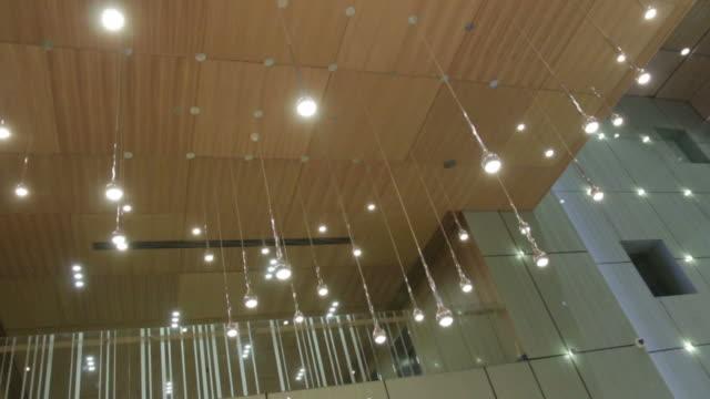 high tech metall pendelleuchten - led leuchtmittel stock-videos und b-roll-filmmaterial