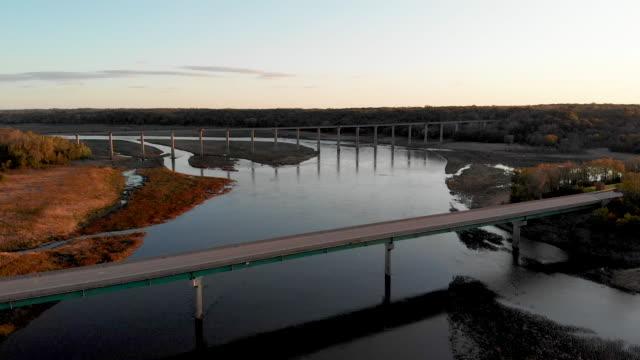high trestle trail bridge aerial - most konstrukcja wzniesiona przez człowieka filmów i materiałów b-roll