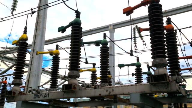 High voltage disconnector