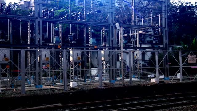high voltage transformer - sottostazione elettrica video stock e b–roll