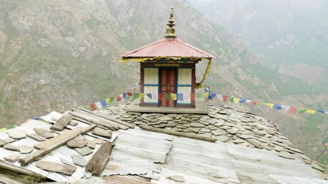 hög höjd kloster i nepal, byn prok, manaslu circuit trek. - pilgrimsfärd bildbanksvideor och videomaterial från bakom kulisserna