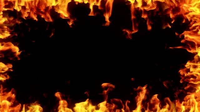 vídeos de stock, filmes e b-roll de altamente detalhes de chamas fronteira. alpha matte. - inferno fogo