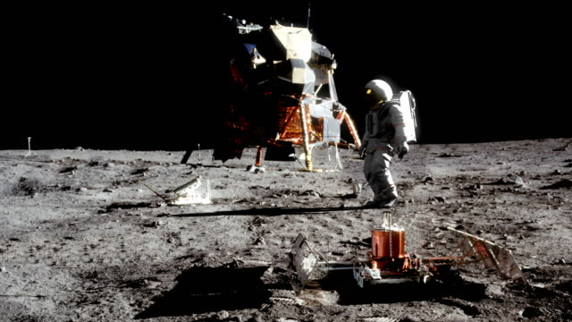 highly realistic animation of an astronaut walking on the moon - księżyc filmów i materiałów b-roll