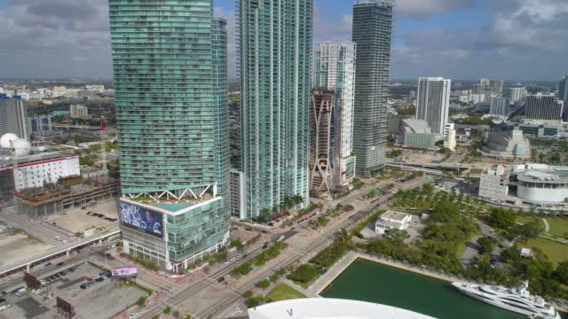highrise arkitektur downtown miami - 4 kilometer bildbanksvideor och videomaterial från bakom kulisserna
