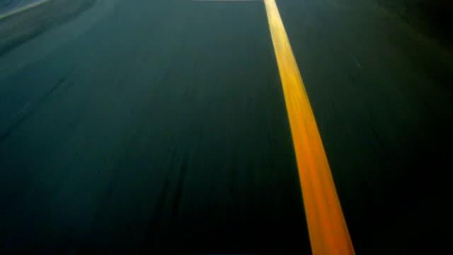 high-speed-driving-linien - asphalt stock-videos und b-roll-filmmaterial