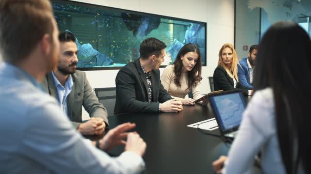 högteknologiska möte. - affärskonferens bildbanksvideor och videomaterial från bakom kulisserna
