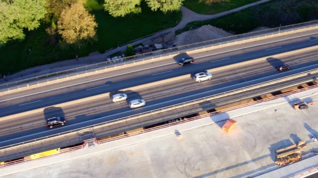 vídeos y material grabado en eventos de stock de autopista el sitio de construcción de puente - imperfección