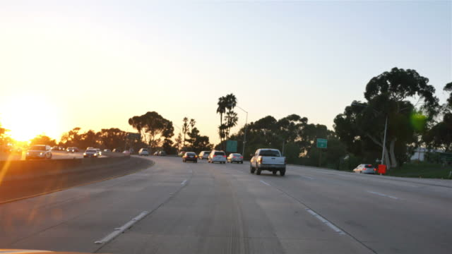 autostrada in california a 4 k - autostrada a corsie multiple video stock e b–roll
