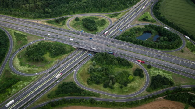 stockvideo's en b-roll-footage met snelweg interchange, luchtfoto - klavertje vier