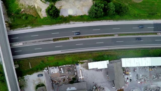 riksväg bredvid ett byggföretag - skylift bildbanksvideor och videomaterial från bakom kulisserna