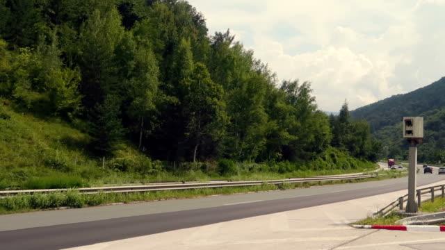 スピード カメラとレーダー道路の側道 - センサー点の映像素材/bロール