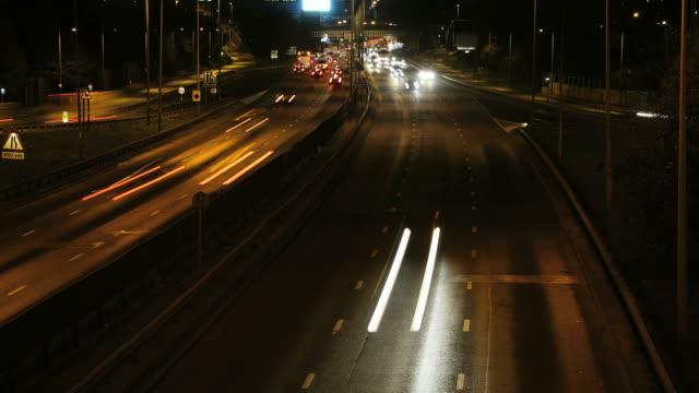 autostrada di notte time lapse - brent video stock e b–roll