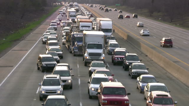 ruch na autostradzie - traffic filmów i materiałów b-roll