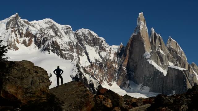 Trekking en la Patagonia Argentina con Cerro Torre - vídeo