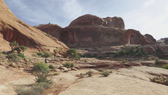 Hiking in the Colorado plateau: Corona arch near Moab