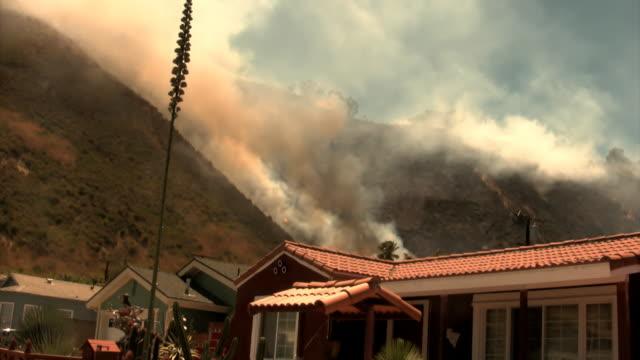Hillside fire threatens a residential community video