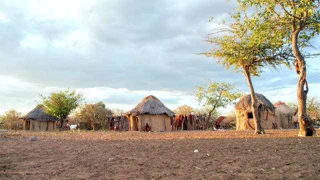 vídeos y material grabado en eventos de stock de ws ds himba pueblo - aldea