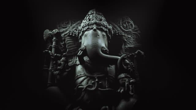 Hindu Elefantenkopf Gott Ganesha Skulptur aus nächster Nähe. serie. – Video