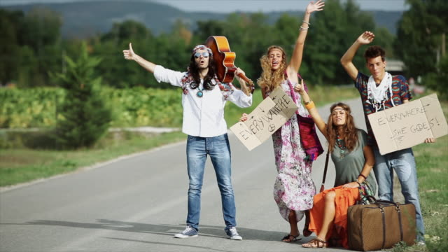 Hippies: Grupo moda antiguo de amigos - vídeo