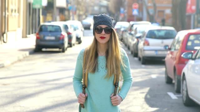 stockvideo's en b-roll-footage met hipster in de stad - street style