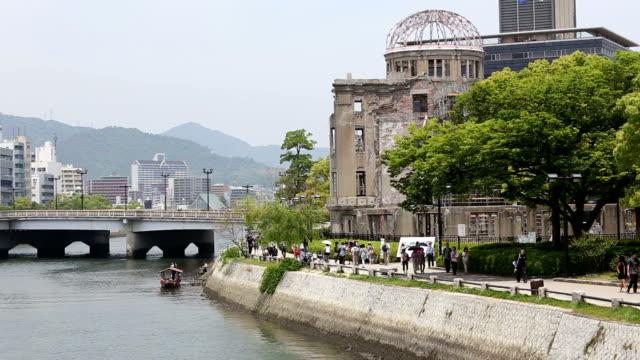 hiroszima a-bomb dome & riverside - hiroshima filmów i materiałów b-roll