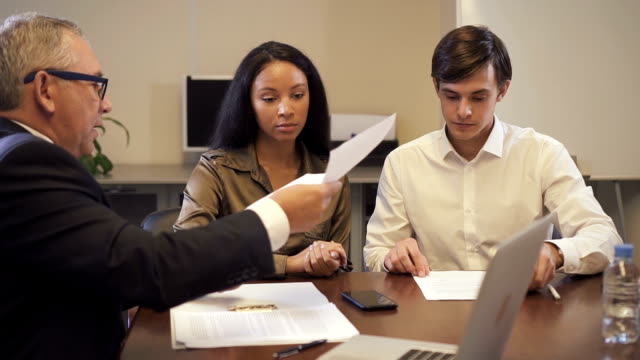 hispanic woman discuss with lawyer and banker about important contract - sistema legale video stock e b–roll