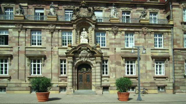 vídeos de stock e filmes b-roll de historic center of speyer, germany - cultura europeia