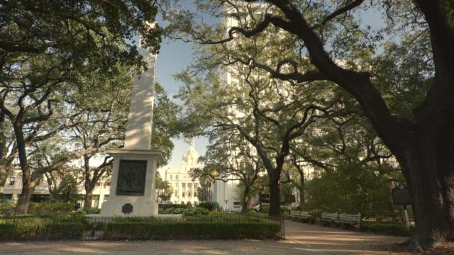 historischer johnson square park in savannah georgia - savanne stock-videos und b-roll-filmmaterial