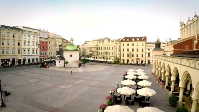 historischen marktplatz, krakau, polen - krakau stock-videos und b-roll-filmmaterial