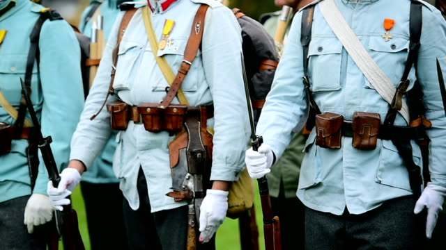 vidéos et rushes de reconstitution militaire historique - uniforme