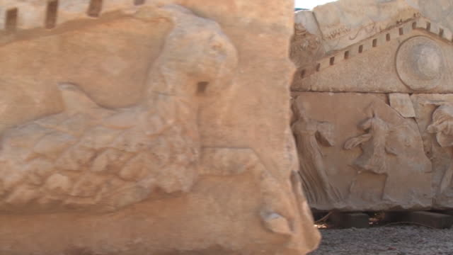 historical sarcophagus in the ancient city of 'parion'. canakkale - archeologia video stock e b–roll