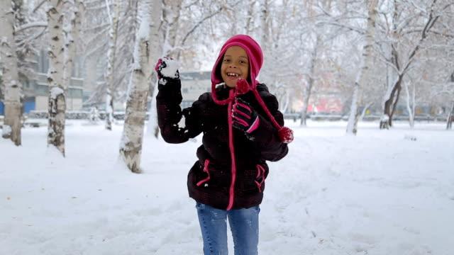 jag slog dig med snöboll! - snow kids bildbanksvideor och videomaterial från bakom kulisserna