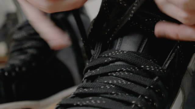 hockey player tightening laces on his skates video