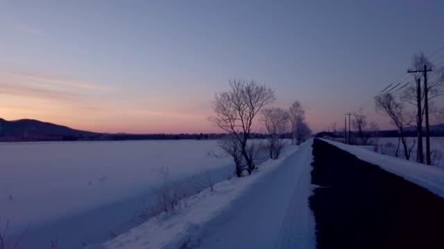 ▼車の窓から雪の北海道 - 冬点の映像素材/bロール