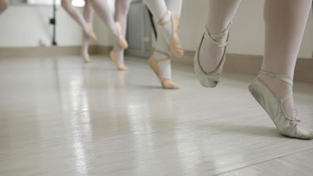 halten sie die position - ballettröckchen stock-videos und b-roll-filmmaterial