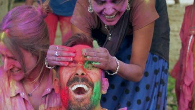 vídeos de stock e filmes b-roll de holi is a popular ancient hindu festival, originating from india - holi