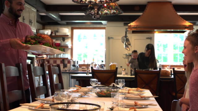Holiday Season Familiengruppe Diner – Video