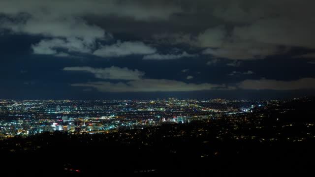 hollywood, beverly hills och hollywood hills på natt timelapse - hollywood sign bildbanksvideor och videomaterial från bakom kulisserna