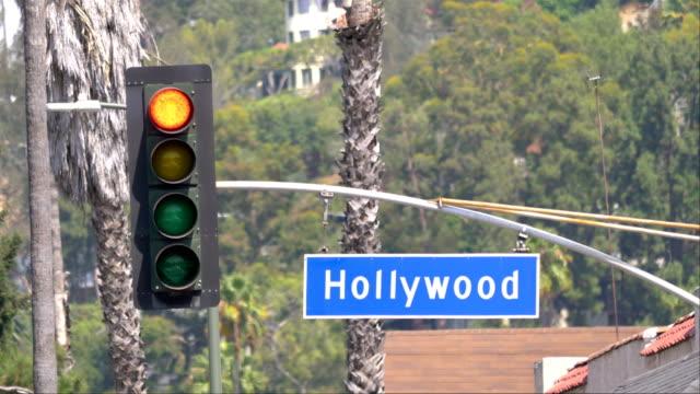 hollywood boulevard gatuskylt och trafikljus i 4k slow motion 60fps - hollywood sign bildbanksvideor och videomaterial från bakom kulisserna